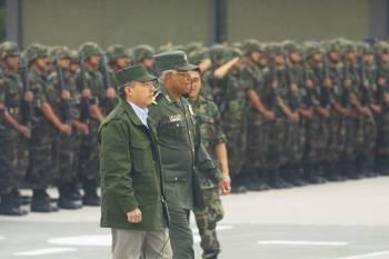 Felipe-Calderón-militar1